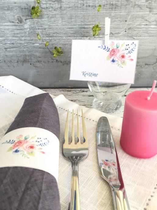 Blomstrende bordkort og serviettringer - redigerbar tekst