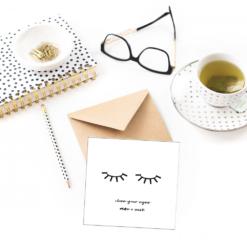 Close your eyes - dobbelt kort med konvolutt - sort hvit