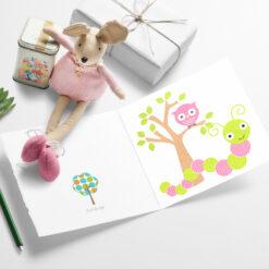 Lille larven og uglen - herlig og fargerikt barnekort