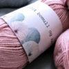Magebånd - garnnøster i pastell